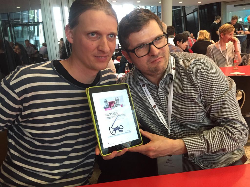 Gregor und Klaas mit de msignierten E-Book